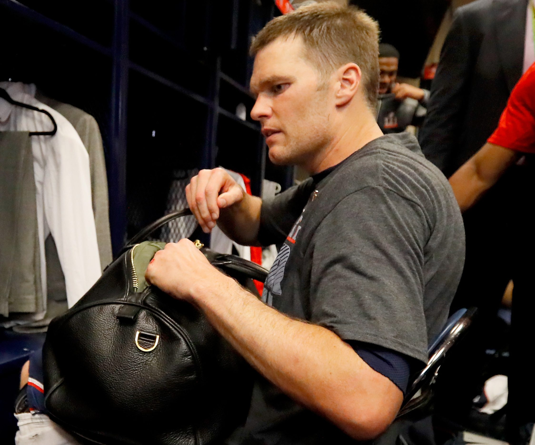 Mexican media company apologizes for theft of Tom Brady jersey ...