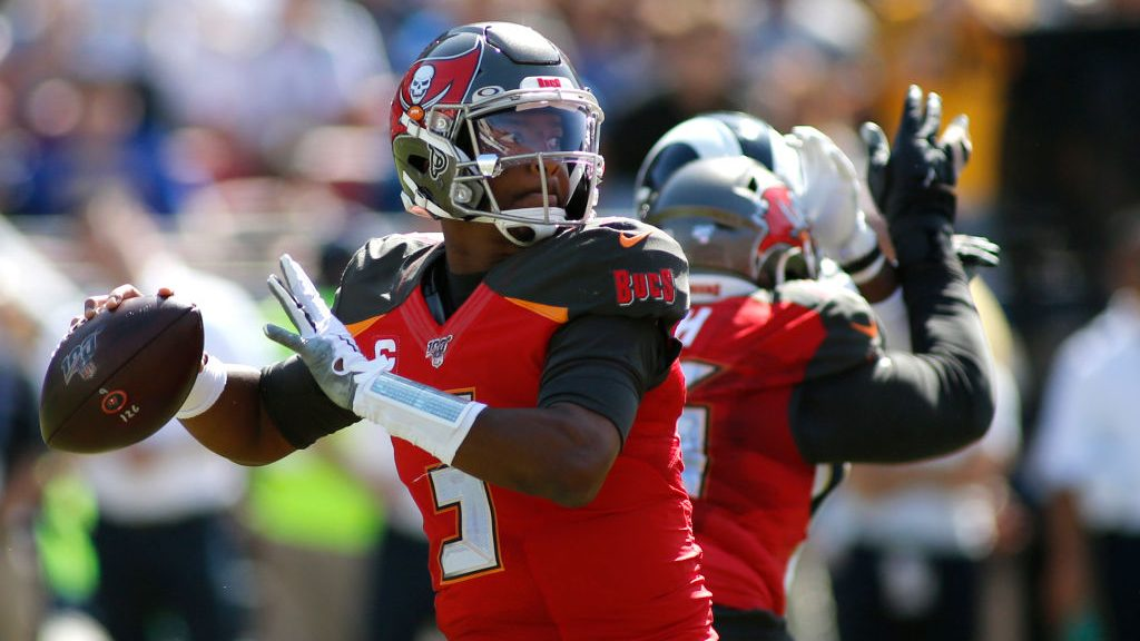 Buccaneers win a wild one over the Rams