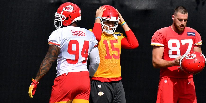 Terrell Suggs sharing Super Bowl experience with Chiefs teammates ...