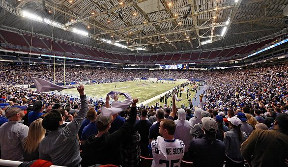 Nearly 30,000 welcome pro football back to St. Louis - ProFootballTalk