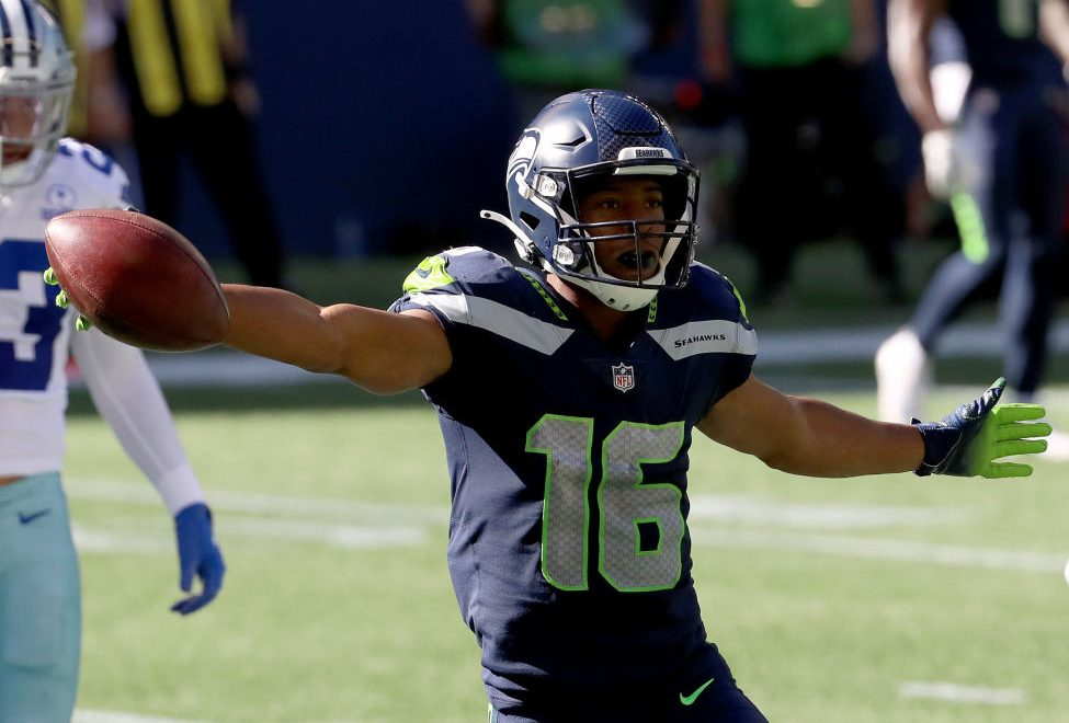 Tyler Lockett has three TDs as Seahawks lead 23-15 after crazy first half