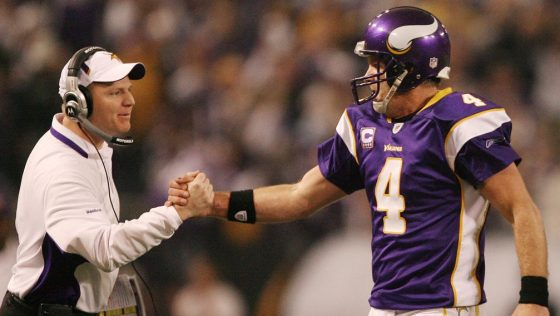 JERRY HOLT • jerry.holt@startribune.com MINNEAPOLIS - 1/17/10 - Minnesota Vikings hosted the Dallas Cowboys in a NFC divisional playoff game Sunday afternoon at the Metrodome in Minneapolis. IN THIS PHOTO: ] Brett Favre shook hand with offensive coor