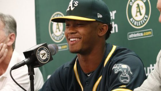 Kyler Murray Signs Contract