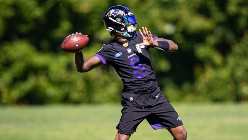 Lamar Jackson back on the practice field after battling COVID-19